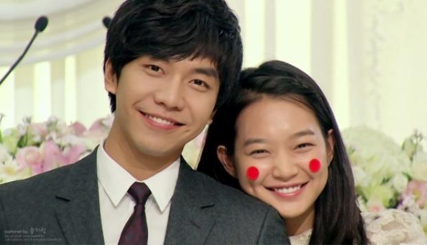 """Đến năm 2010, """"Con rể quốc dân"""" Seung Gi """"bén duyên"""" cùng """"tiền bối"""" Shin Min Ah qua bộ phim giả tưởng, lãng mạn """"Bạn gái tôi là hồ ly"""". Đây là một trong những bộ phim ăn khách không chỉ ở quê nhà mà lan rộng ra khắp Châu Á và thế giới. Nhờ vai diễn này, nam ca sĩ đoạt giải """"Nam diễn viên xuất sắc""""."""