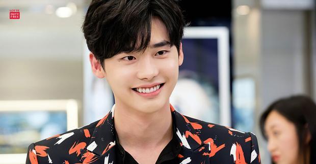 """Ngôi sao 28 tuổi ra mắt vào năm 2005 với bộ phim ngắn """"Sympathy"""", thế nhưng dường như khán giả không hề nhớ đến cái tên """"Lee Jong Suk""""."""