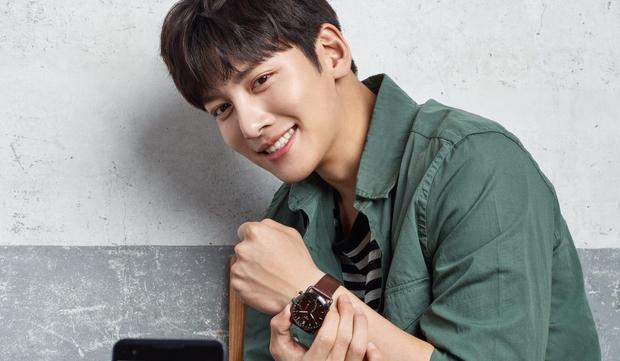 """Chang Wook được mọi người biết đến với vai diễn trong bộ phim """"Cười lên Dong-hae"""" một trong những tác phẩm ăn khách nhất tại Hàn Quốc nửa đầu năm 2011với rating41%."""