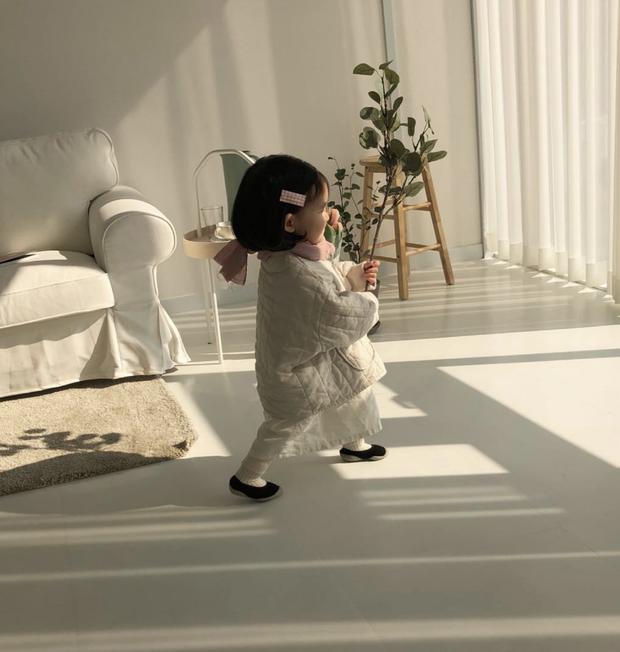 Loạt ảnh điệu đà của bé gái có hơn 80k followers trên Instagram này sẽ khiến bạn muốn có con gái ngay lập tức!