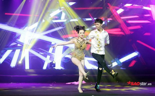 Nguyễn Thị Thương Thương đầy sexy trong vũ điệu dancesport