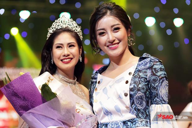 Khoảnh khắc Tân hoa khôi Học viện Âm nhạc Quốc gia Việt Nam đọ sắc cùng Á hậu Huyền My