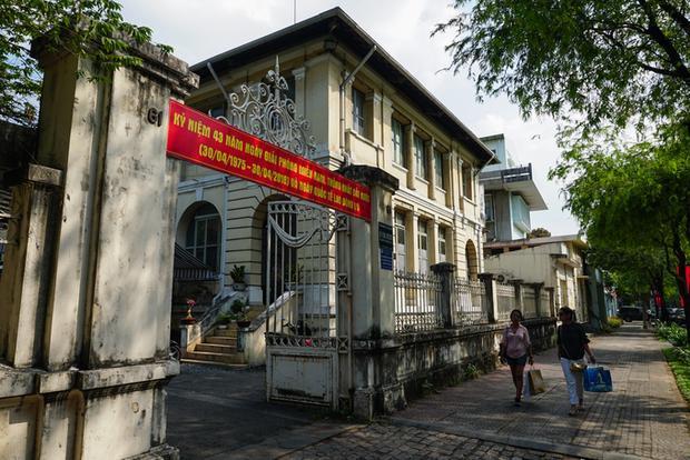 Dinh Thương thơ có vai trò quan trọng chỉ sau Dinh Norodom (phiên bản trước của Dinh Thống Nhất ngày nay). Đến năm 1888, chức năng của Nha giám đốc Nội vụ được nhập vào Văn phòng Thơ Ký Thống đốc Nam kỳ (213 Đồng Khởi). Vào đầu thế kỷ 20, tòa nhà còn có tên là Văn phòng Chính phủ. Sau chiến tranh thế giới thứ hai, một giai đoạn ngắn nơi này được dùng làm trụ sở Bộ Nội vụ, kể từ năm 1955 là Bộ Kinh tế của chính quyền Việt Nam Cộng hòa. Hiện, tòa nhà là trụ sở của Sở Thông tin - Truyền thông và Sở Công thương TP HCM.