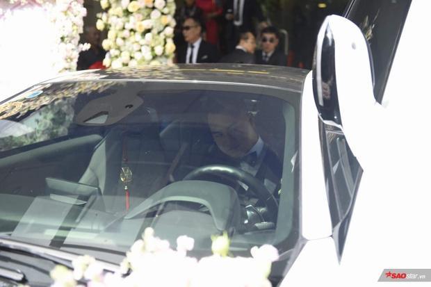 Chú rể lái siêu xe đến đón dâu…