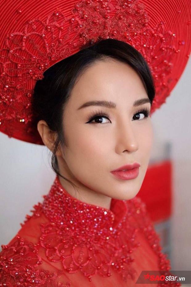 Cô dâu Diệp Lâm Anh diện áo dài đỏ truyền thống, xuất hiện cực xinh đẹp.