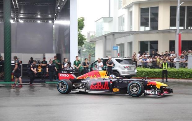 Chiếc RB7 ở Việt Nam được điều khiển bởi cựu tay đua David Coulthard.