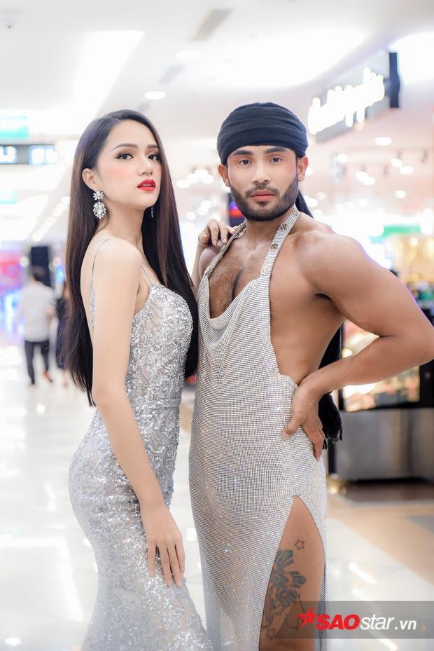 Khi chỉ bày tỏ sự yêu mến Việt Nam, Sinon còn hy vọng loạt clip đọ dáng này giúp anh và Hương Giang lan truyền những nét đẹp của Việt Nam đến bạn bè thế giới.