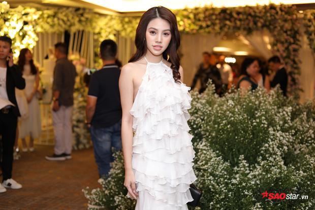 Jolie Nguyễn quyến rũ.