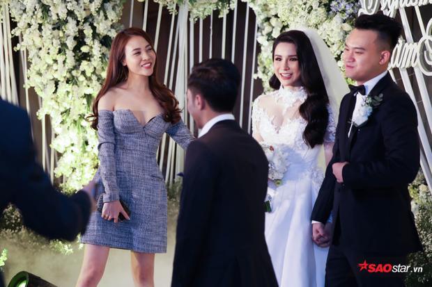 … và Đàm Thu Trang cùng xuất hiện trong tiệc cưới của Diệp Lâm Anh.