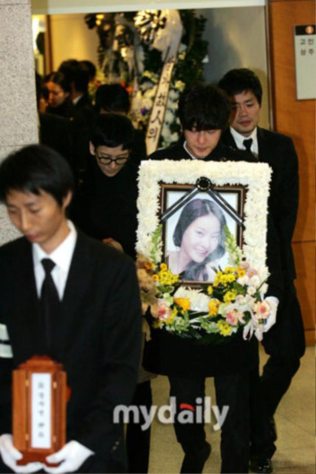 Jang Ja Yeon và lá thư tuyệt mệnh kể lại câu chuyện bị ép quan hệ với hơn 30 ông lớn của K-biz khiến làng giải trí xứ kim chi chấn động một thời.