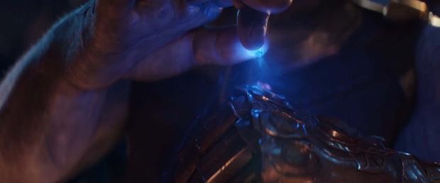 Viên đá Sức mạnh màu tím đã có sẵn trên Găng tay Vô cực khi Thanos có trong tay viên Space Stone.