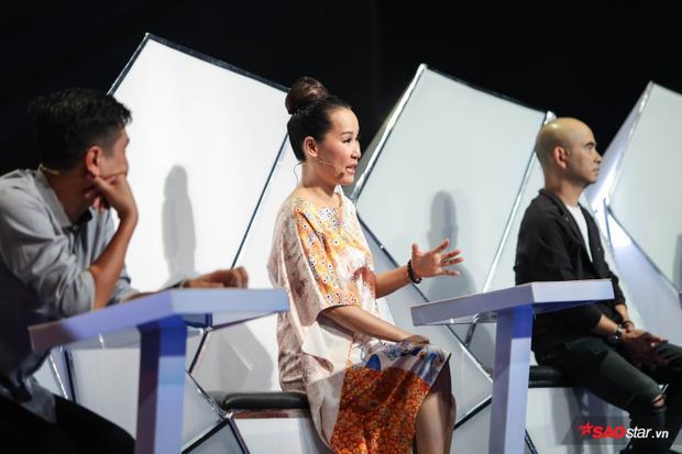 Thành viên đội Hồ Hoài Anh tiết lộca khúc này sáng tác chủ yếu là để chinh phục HLV Giáng Son khiến nữ HLV vô cùng bất ngờ.