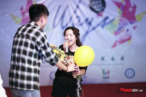 Cô nhận được nhiều sự cổ vũ, ủng hộ của khán giả trẻ