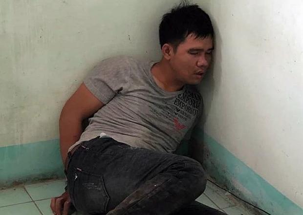 Đối tượng Nguyễn Văn Tuấn lúc bị bắt vẫn đang trong tình trạng phê ma túy. Ảnh: Pháp Luật TP.HCM.