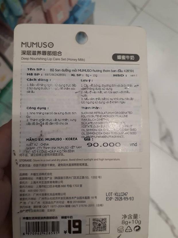 Nhãn phụ của một sản phẩm Mumuso đang bán tại Thái Hà. Ảnh: Nhịp sống kinh tế.