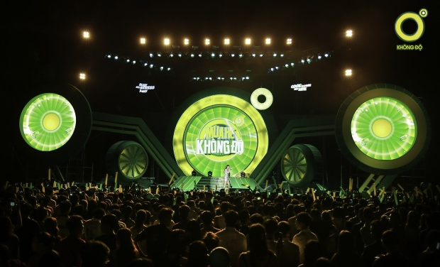 Khoảnh khắc khó quên của Hồ Ngọc Hà trên sân khấu Mùa hè không độ 2018 cùng hàng ngàn tại Cần Thơ.