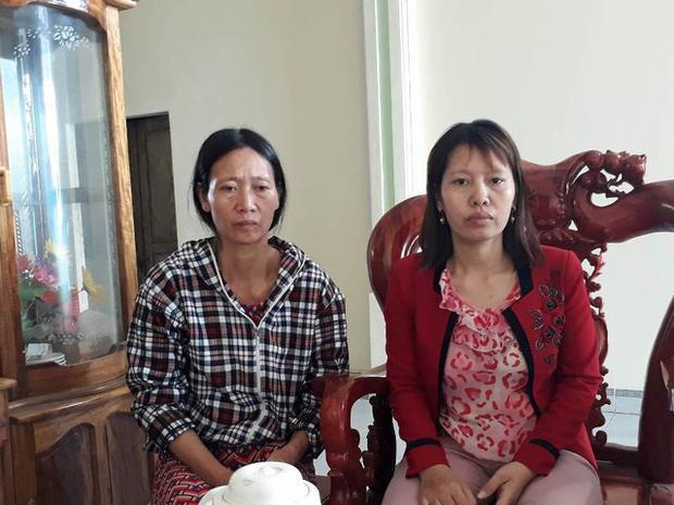 Chị Đỗ Thị Định (mẹ Quyên, bên trái) và chị Đỗ Thị Hà hoang mang, lo lắng trước sự việc 2 con gái mất tích bí ẩn. Ảnh Dân Trí.