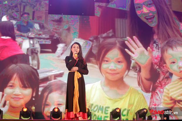 Hoa khôi Trí tuệ Trần Hồng Hạnh thực hiện clip công phu để giới thiệu về vẻ đẹp văn hóa của tỉnh Bắc Giang.