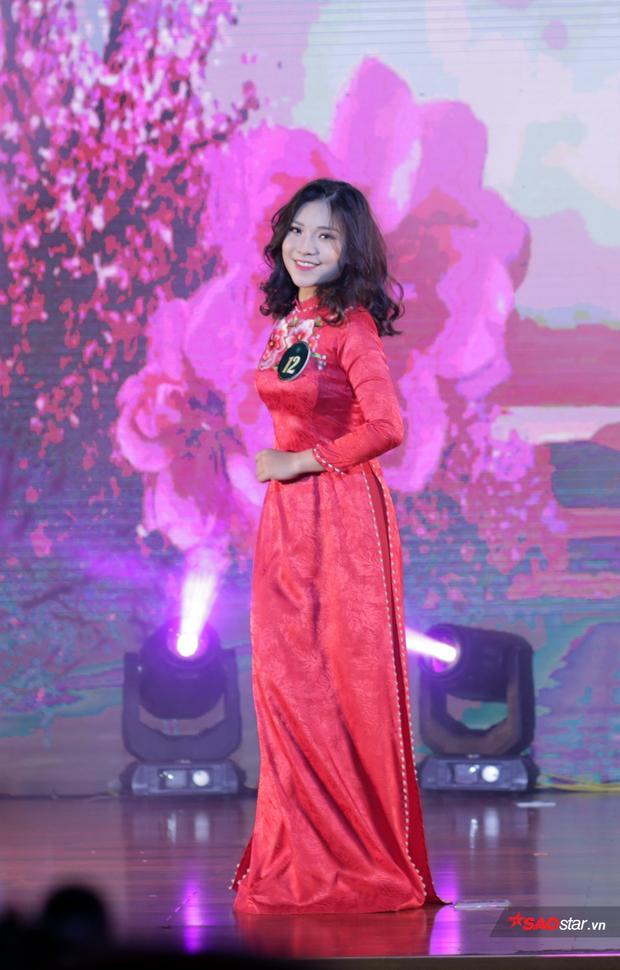 Cô gái nhỏ nhắn Nguyễn Minh Châu