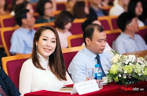Hoa hậu thế giới người Việt Ngô Phương Lan góp mặt trong đêm thi chung kết Hoa khôi Học viện Ngoại giao 2018