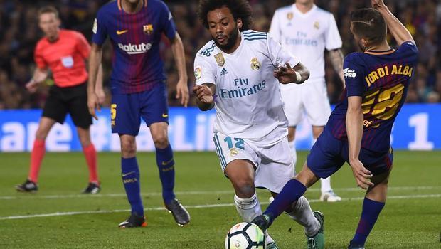 Hai tình huống Barca được trọng tài giúp sức khiến Zidane nổi giận