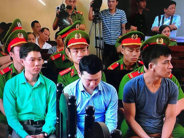 Ba bị can bị truy tố tại phiên tòa.