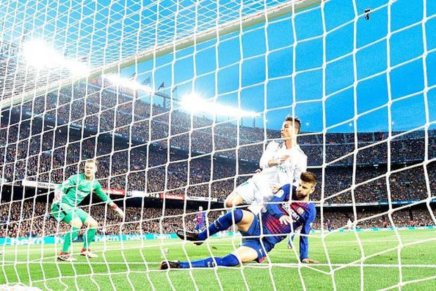 Tình huống dẫn tới chấn thương của Ronaldo.