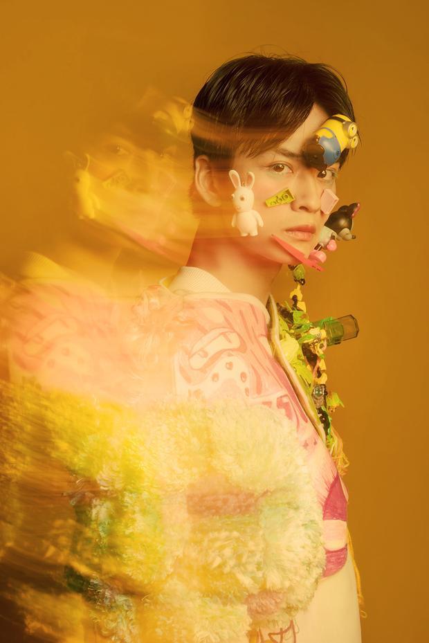Với nước màu trong veo cùng cách đi đèn chụp chuyển động, bộ ảnh như một lát cắt thời trang miêu tả phong cách Harajuku, cùng những nét ngẫu hứng của nghệ thuật Nhật Bản.