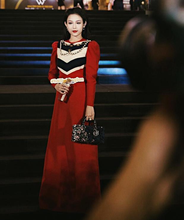 Từng đụng hàng với Hồ Ngọc Hà với chiếc váy Gucci giá 3680 £ (hơn 100 triệu VND) đi kèm với đó là chiếc túi Dior đắt giá.