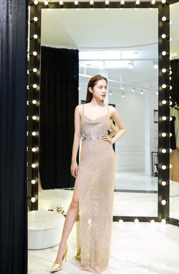 Trong 3 ngày tại Cannes Quỳnh Hương sẽ tham gia tổng cộng 3 buổi tiệc nên nữ diễn viên đã chuẩn bị rất kỹ cho lần xuất hiện này.