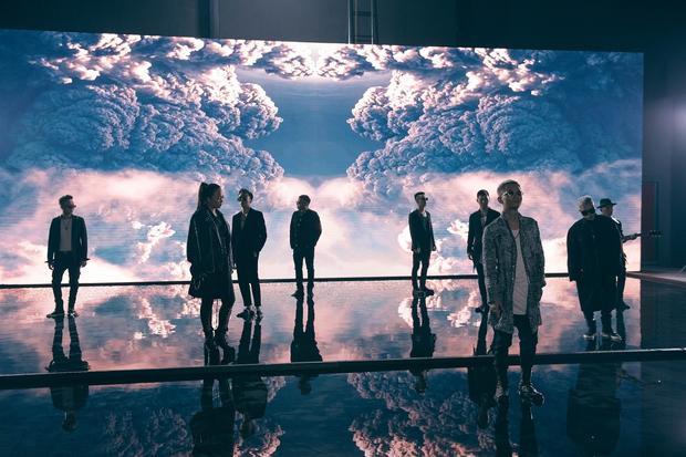 Đặc biệt, trong đoạn teaser, tất cả các thành viên của nhóm đều xuất hiện phía trước màn hình LED được đầu tư công phu.