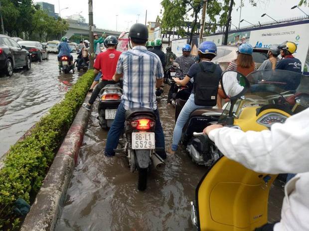 Tắc trên đường Nguyễn Hữu Cảnh hướng quận 1 đi Bình Thạnh. Ảnh: Soha.