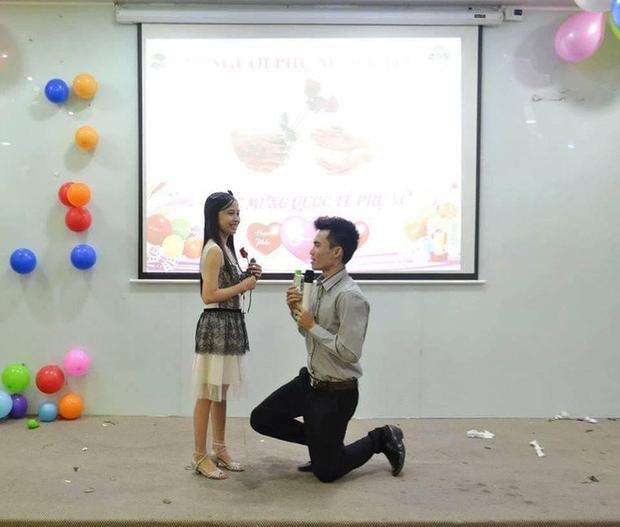 Khoảnh khắc Minh Chung cầu hôn Y Phụng trước đám đông.