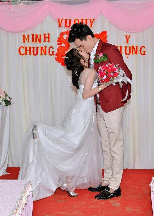 Minh Chung - Y Phụng hạnh phúc bên nhau.