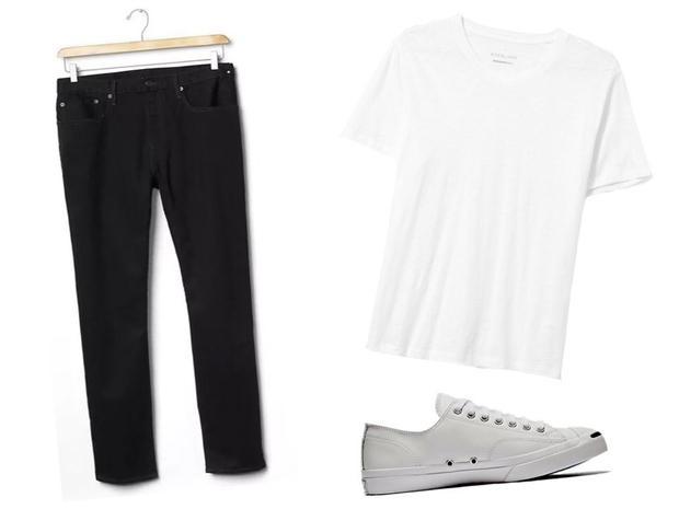 Quần jean Gap 50 USD, áo thun trắng cổ hình chữ V của everlane 22 USD và giày Converse 70 USD. Tổng cộng 142 USD.