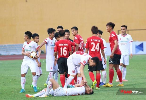 Bóng đá đang trở thành nghề nguy hiểm với cầu thủ.