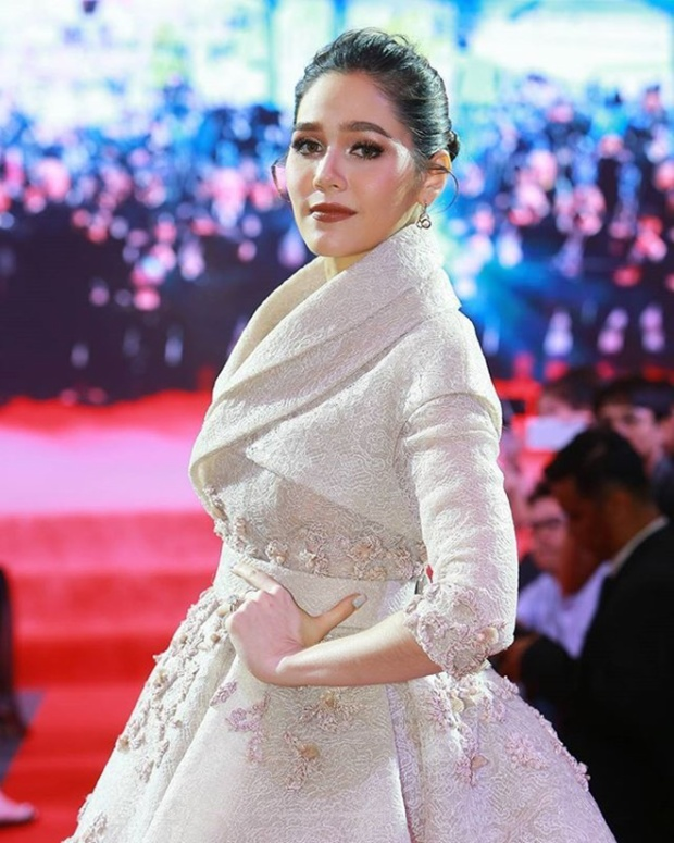 Chompoo Araya - nghệ sỹ đại diện Thái Lan tại LHP Cannes nhiều năm liền.