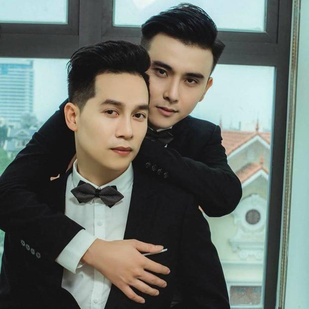 Đám cưới đồng tính nam đầu tiên tại Hải Phòng khiến cư dân mạng sôi sục vì cặp đôi có vẻ ngoài quá chất