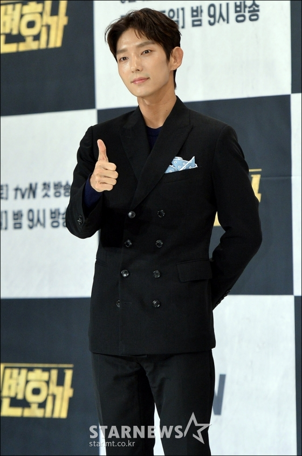 """""""Hoàng tử cổ trang"""" Lee Jun Ki."""