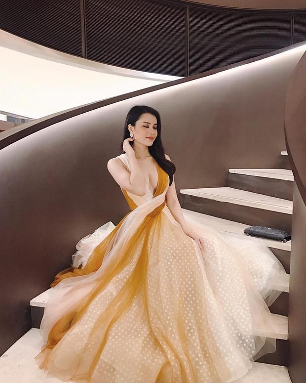 Đây là thiết kế nằm trong bộ sưu tập mới nhất của nhà tạo mốt Lê Thanh Hòa vừa được trình làng với giới mộ điệu.