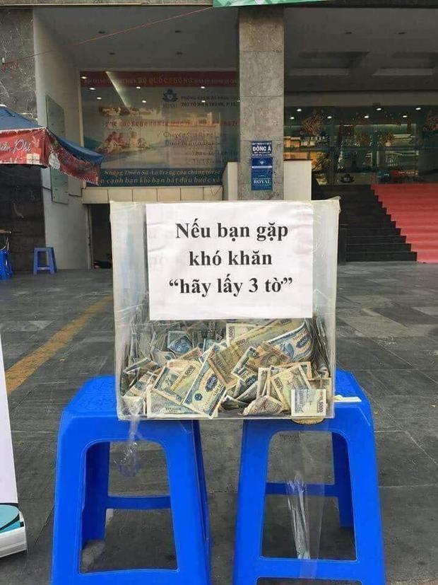 Hình ảnh thùng tiền từ thiện đặt ở một góc nhỏ Sài Gòn khiến cư dân mạng xôn xao bàn tán. Ảnh: Made in Saigon.