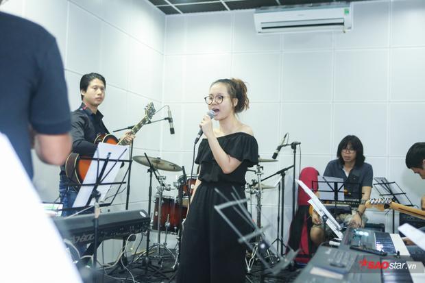 Sa Huỳnh được xem là một trong những đối thủ nặng ký của chương trình năm nay. Những ca khúc của cô chưa bao giờ dễ dàng với những nốt nhạc trúc trắc và ca từ sâu sắc.
