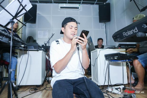 Andiez Nam Trương cho biết, đây sẽ là một ca khúc pop viết về những cảm xúc đã giúp anh chàng tạo nên âm nhạc của riêng mình, đây như một lời tự sự cùng lòng biết ơn đối với âm nhạc.