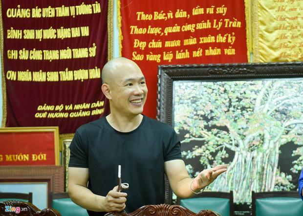 Anh Võ Hoài Nam, cháu nội đại tướng, cũng kể lại những câu chuyện mà ông nói với mình từ khi còn bé. Ông căn dặn sau này làm nghề gì cũng được nhưng phải có trí thức và ý chí để theo đuổi công việc.