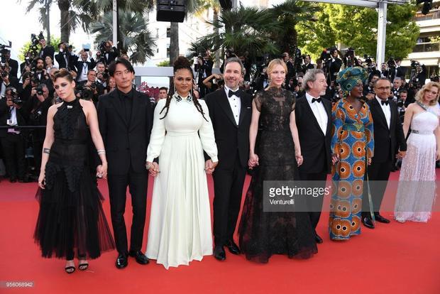 Nam ngôi sao nổi tiếng Trương Chấn (Hồng Kông) là một trong các thành viên của hội đồng ban giám khảo gồm: Kristen Stewart, Ava DuVernay, Denis Villeneuve, Cate Blanchett, Robert Guediguian, Khadja Nin, Andrey Zvyagintsev và Lea Seydoux