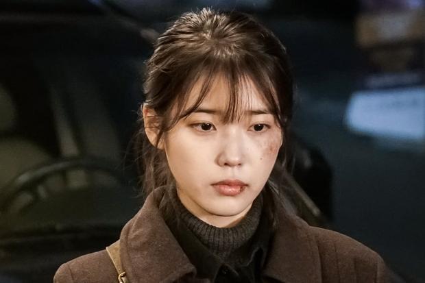 """Hiện tại, IU đang đóng vai chính Lee Ji An trong """"My Ahjussi"""" của tvN."""