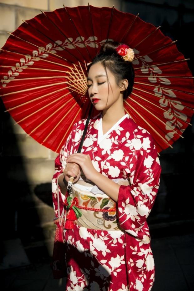 Hoa hậu Việt Nam 2016 Đỗ Mỹ Linh hoá tiểu thư Nhật Bản yêu kiều trong trang phục kimono.