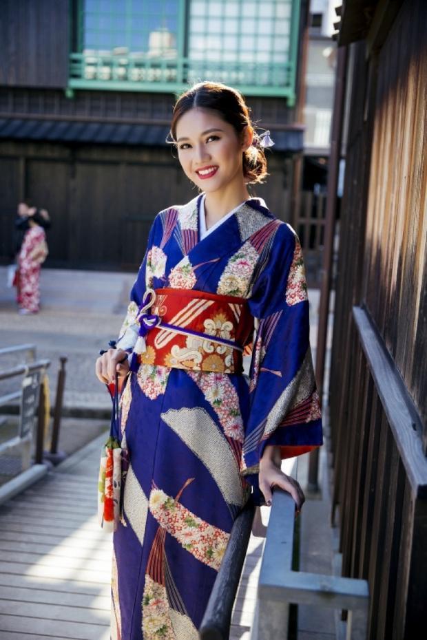 Á hậu Thanh Tú mặn mà và đằm thằm hơn ngày thường khi diện kimono.