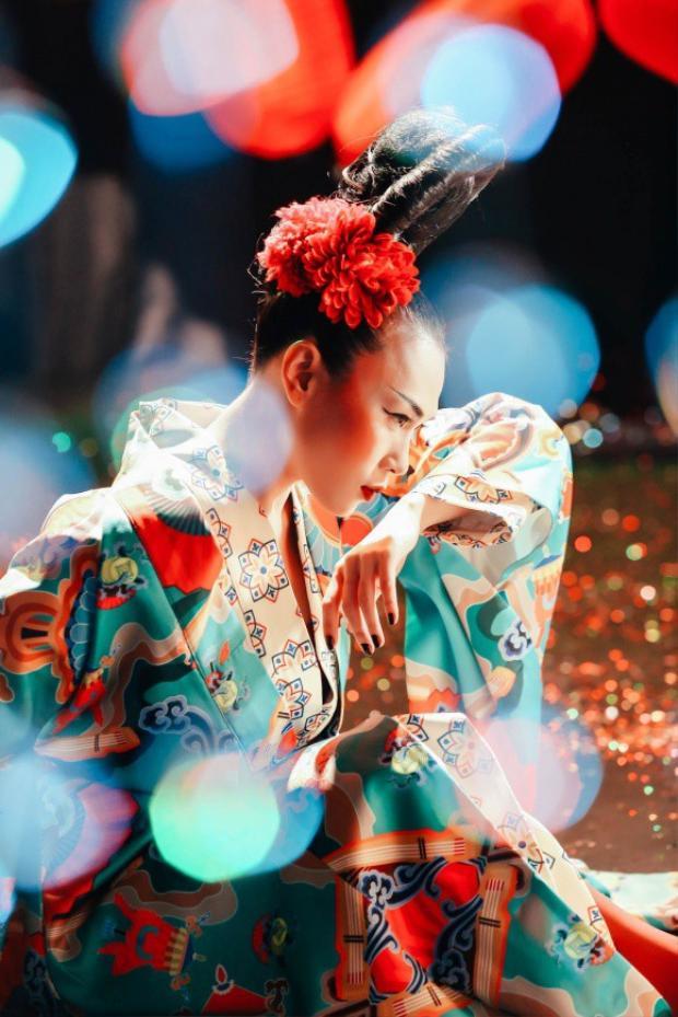 Mỹ Tâm gây ấn tượng với thần thái sắc lạnh, kiêu sa khi mặc quốc phục Nhật Bản.