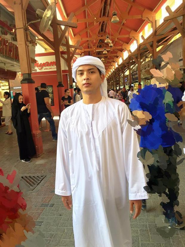 """Hồ Quang Hiếu hoá thân thành """"trai đẹp bị trục xuất"""" khi diện trang phục truyền thống của Dubai."""